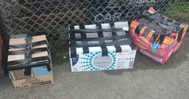 Сюрприз! К приюту подбросили три разноцветные коробки с решёткой из скотча... но одна уже была пуста!